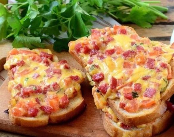 Горячии бутерброды на завтрак