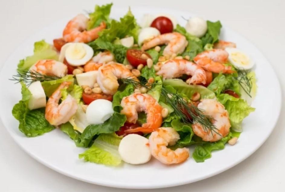 Азиатский салат с креветками и помело