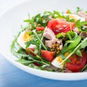 Салат с рукколой помидорами черри